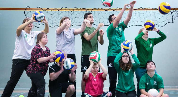 Stemningsbillede fra Volleyball undervisningen på Idrætsskolen for Voksne med Udviklingshandicap. Foto: Idrætsskolen for Voksne med Udviklingshandicap