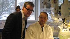Eske Willerslev og Morten Rasmussen i laboratoriet
