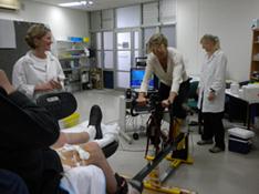 Ylva på cykel i laboratoriet. Foto: Jens Jung Nielsen