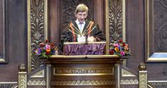 Rektor Ralf Hemmingsen på talerstolen i Festsalen