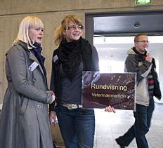 Studerende fra Veterinærmedicin viser rundt til Åbent Hus09