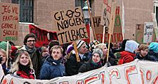 Studerende demonstrerer v. KU's hovedbygning