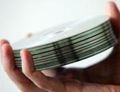 CD'er i en hånd
