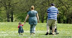 Fed familie går tur