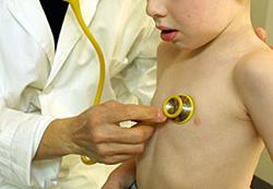 Børn er vanskelige at smertelindre med lægemidler, da kliniske forsøg som regel bliver foretaget på voksne.