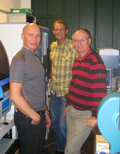 Photo: Olesen, Troelsen and Tommerup by the new DNA analyzer at the Faculty of Health Sciences.