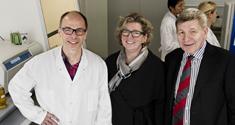 Fra venstre centerleder professor Henrik Semb, videnskabsminister Charlotte Sahl Madsen og rektor Ralf Hemmingsen. Foto: Jacob Dall